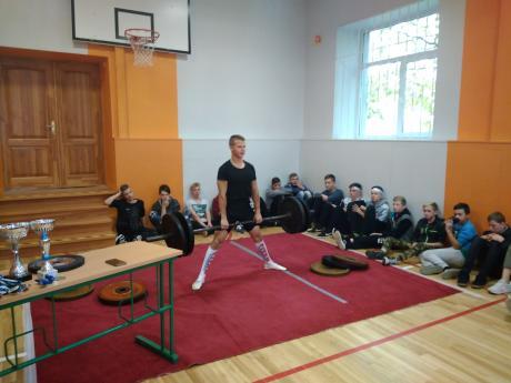 Karjeras nedēļā Palsmanes pamatskolas skolēni tiekas ar sportistu - Pasaules un Eiropas čempionu Edgaru Jurkānu