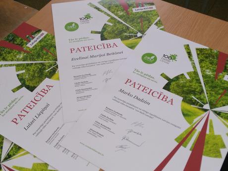 """Skolā godina vides iniciatīvas """"100 darbi Latvijai"""" veicējus"""